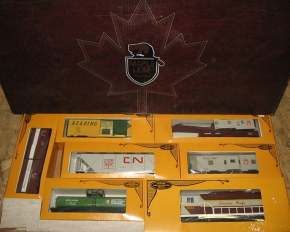 Picture of Canadian Pacific 'Maple Leaf' Set - (Operated)